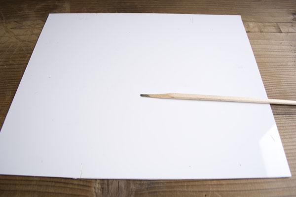 作業板の上のエポキシををきれいに拭いて簡単金継ぎ作業の完了。