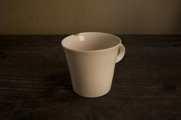 岡田直人のマグカップの金継ぎ修理