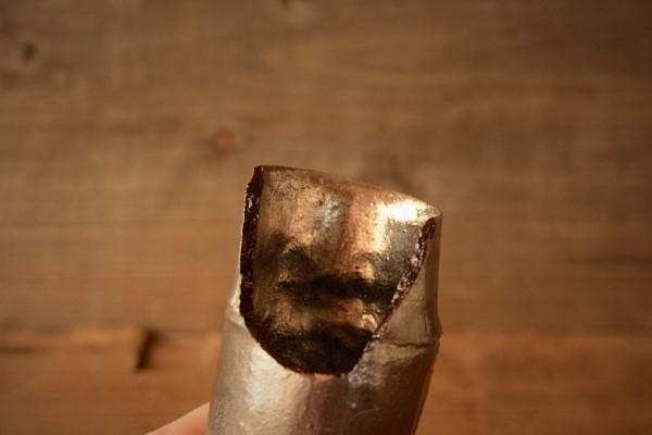 金継ぎ修理工程。乾き始めた麦漆。