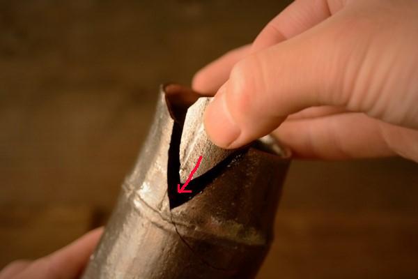 金継ぎ修理工程。さらに小さい破片を接着していく。