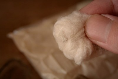 真綿にたっぷりと銀粉をつける