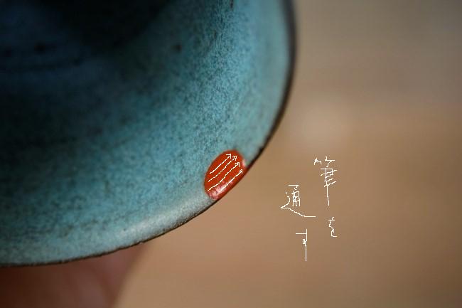 金継ぎの塗り工程のコツは、最後に筆を通して塗り厚を均一にすることです。