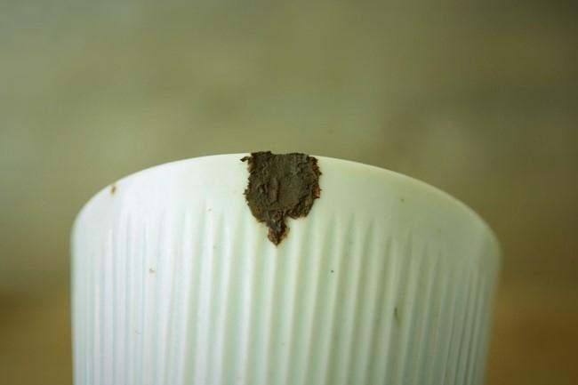 金継ぎの錆漆付け一回目がしっかり乾いた。