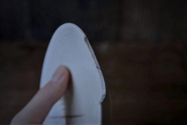 はがした箇所を刃物で削る