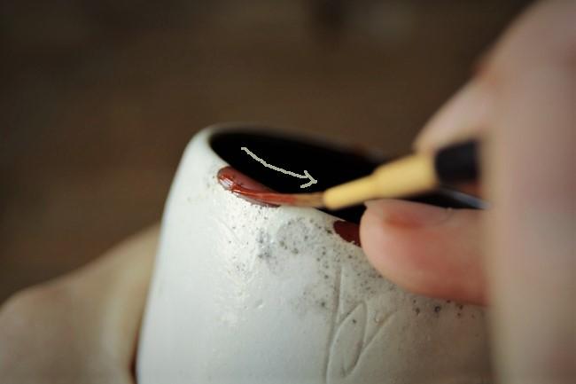 蒔き地前の漆塗り作業