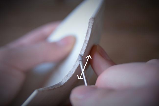 接着する器の断面にもリューターのダイヤモンドビットを使ってやする