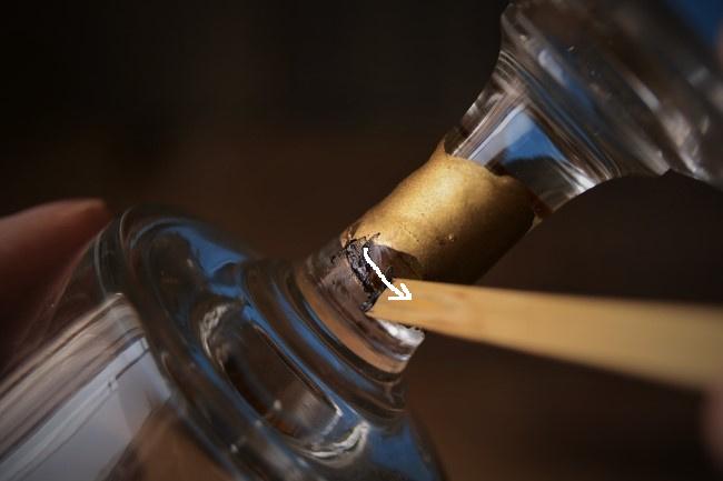 ガラス金継ぎの錆漆付け作業