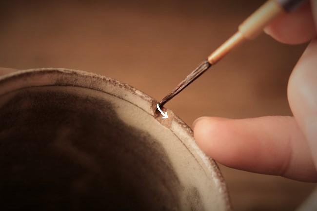 壊れた器の金継ぎ修理工程。
