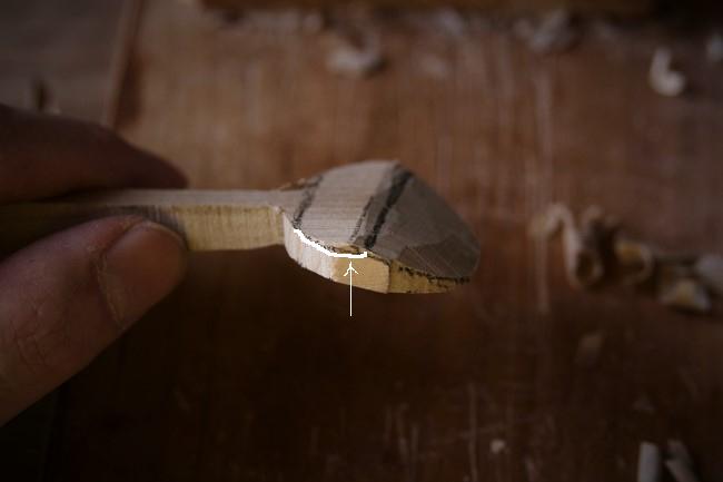 木のヘッド部分裏側を削る
