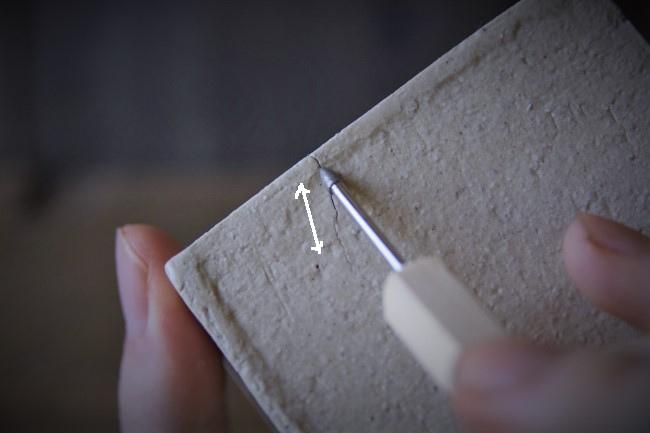 ひびの上をダイヤモンドビットで研ぐ