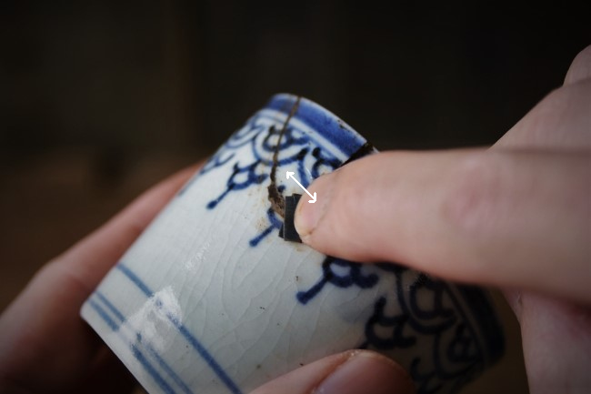耐水ペーパーで研いで、錆漆の表面を平滑にする