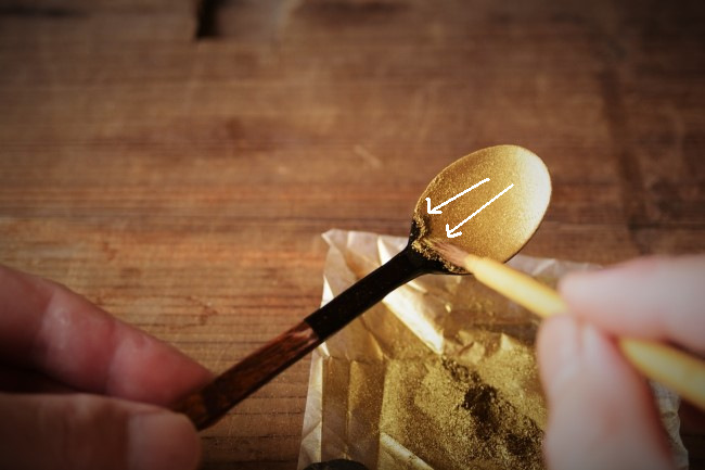 自作の木のスプーンに蒔絵を施すやり方