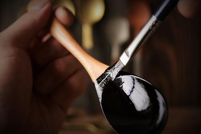 既製品の木のスプーンに漆を塗るやり方