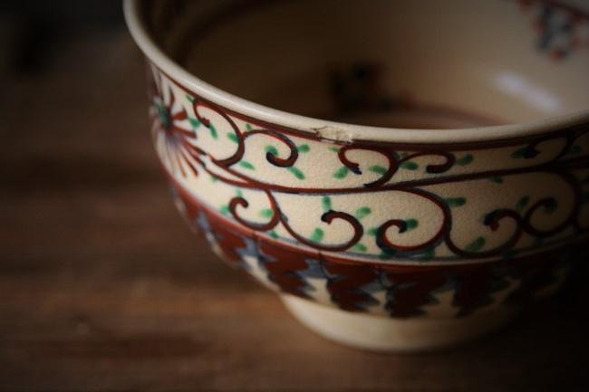 金繕い修理前の欠けた抹茶茶碗