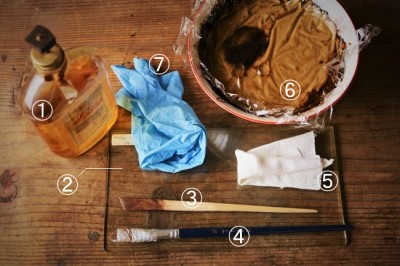 木の食器に生えたカビを擦り漆でごまかすときに使う道具と材料
