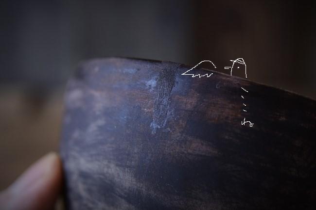 木の器の修理作業