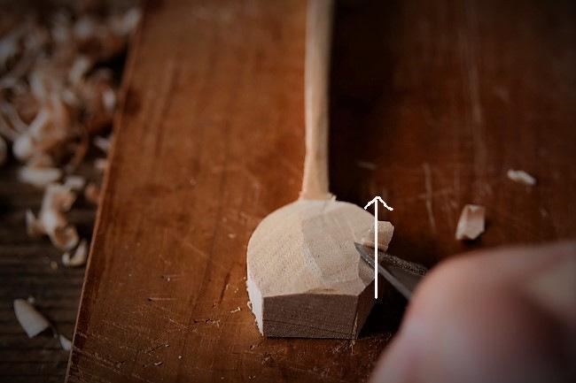 韓国のスッカラ風スプーンを木で彫る