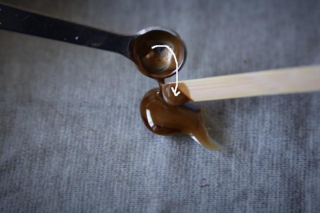 錆漆作りで使う漆と砥の粉の分量を正確に計る