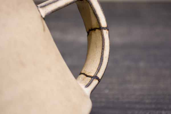 金継ぎの方法。取っ手の内側も刻苧漆を詰める