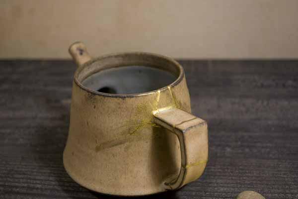 金継ぎの修理方法。湿度のある風呂に入れて乾かす