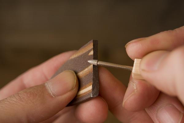 欠けたピースをダイヤモンドビットで削る