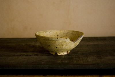 欠けた庄司理恵の茶碗の金継ぎ修理