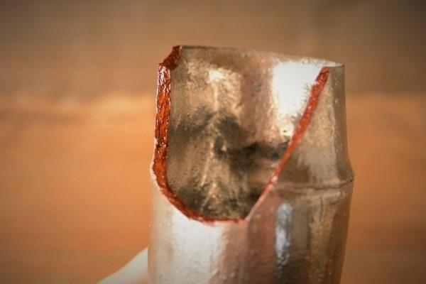 割れた器の金継ぎ方法。本体の方の麦漆塗布が完了