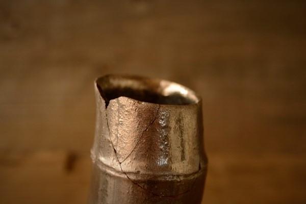 金継ぎ修理工程。全部の破片をくっつけてから微妙なずれを修正していく