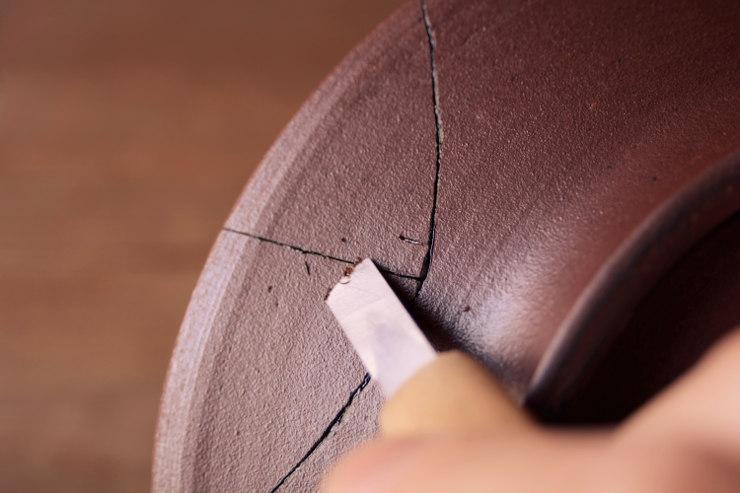 器の裏面の麦漆の削り