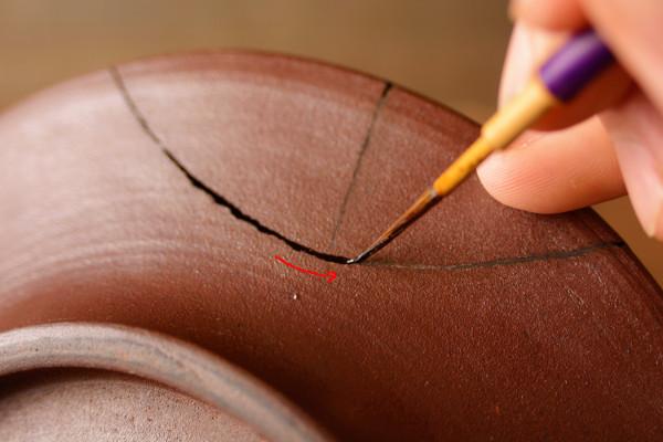 錆漆を完全に覆うように、塗り残しの内容に気を付けながら漆を塗り進める
