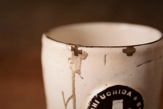 ひびの入った内田剛一のカップの金継ぎ修理
