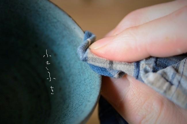 ウエスで研ぎ汁を時々拭き取って、錆漆の残り具合を確かめる