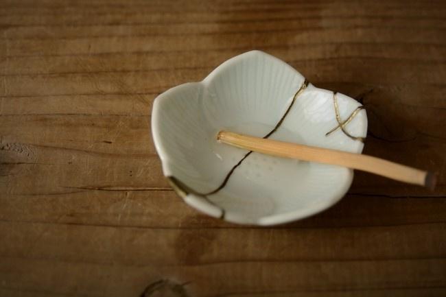 千切った研ぎ用の木賊を水にしばらく浸けて置く