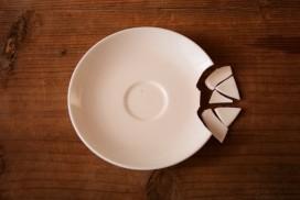 割れた柳宗理のコーヒーソーサーの金継ぎ修理