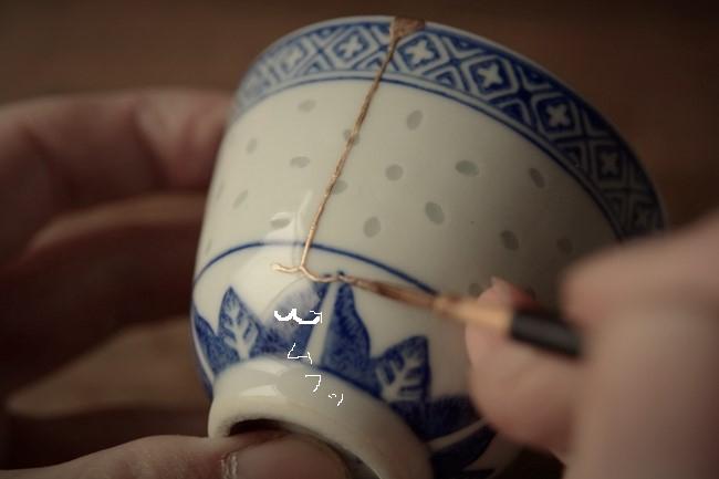 器の外側に新うるしを塗る