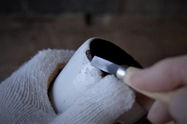 刃物でパテを削る