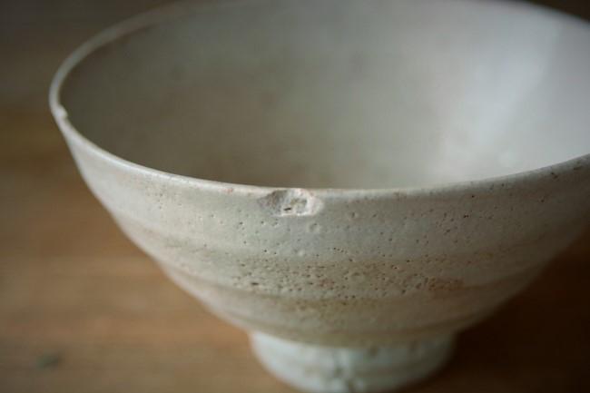韓国人の作家の欠けた茶碗