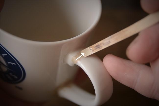 マグカップの取っ手修理で新うるし錆を盛る