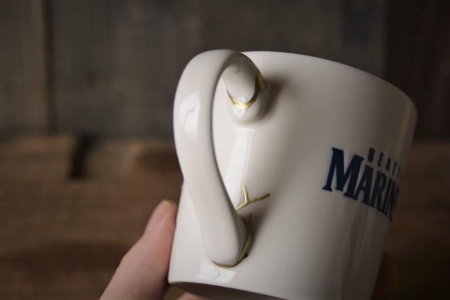 取っ手の壊れたマグカップの金継ぎ修理が完成