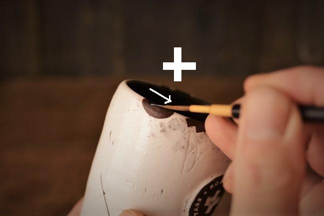 蒔絵前の漆を塗る作業