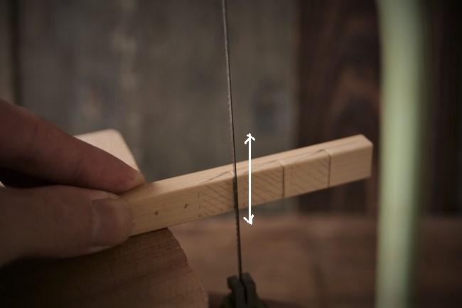 金継ぎで使う筆と箆を置く道具の作り方