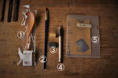 既製品のスプーンに漆を塗るときに使う道具と材料