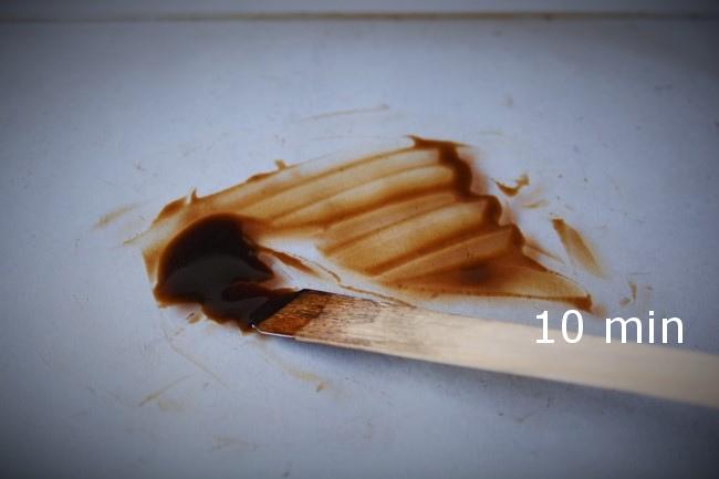 生漆から素黒目漆を作る方法