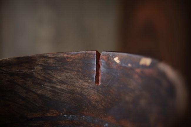 ひびの入った木の器の木地固め作業