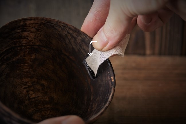木の器の修理で麻布を貼っていく方法
