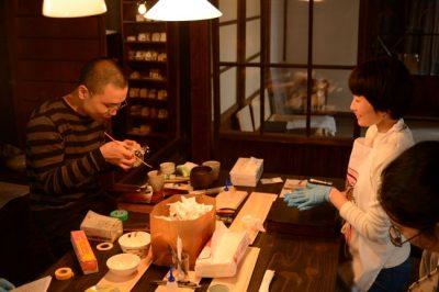 東京神楽坂で行われている宮下智吉さんの金継ぎ教室
